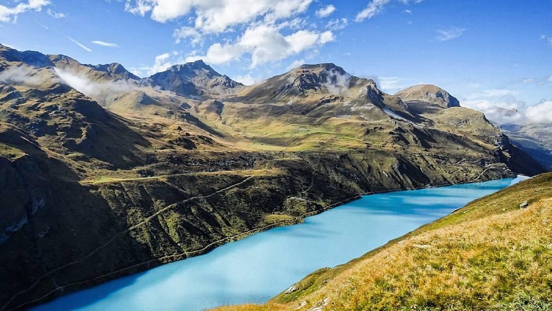 Une deuxième journée se termine sur les hauteurs du majestueux Lac de Moiry... #valanniviers #Suisse